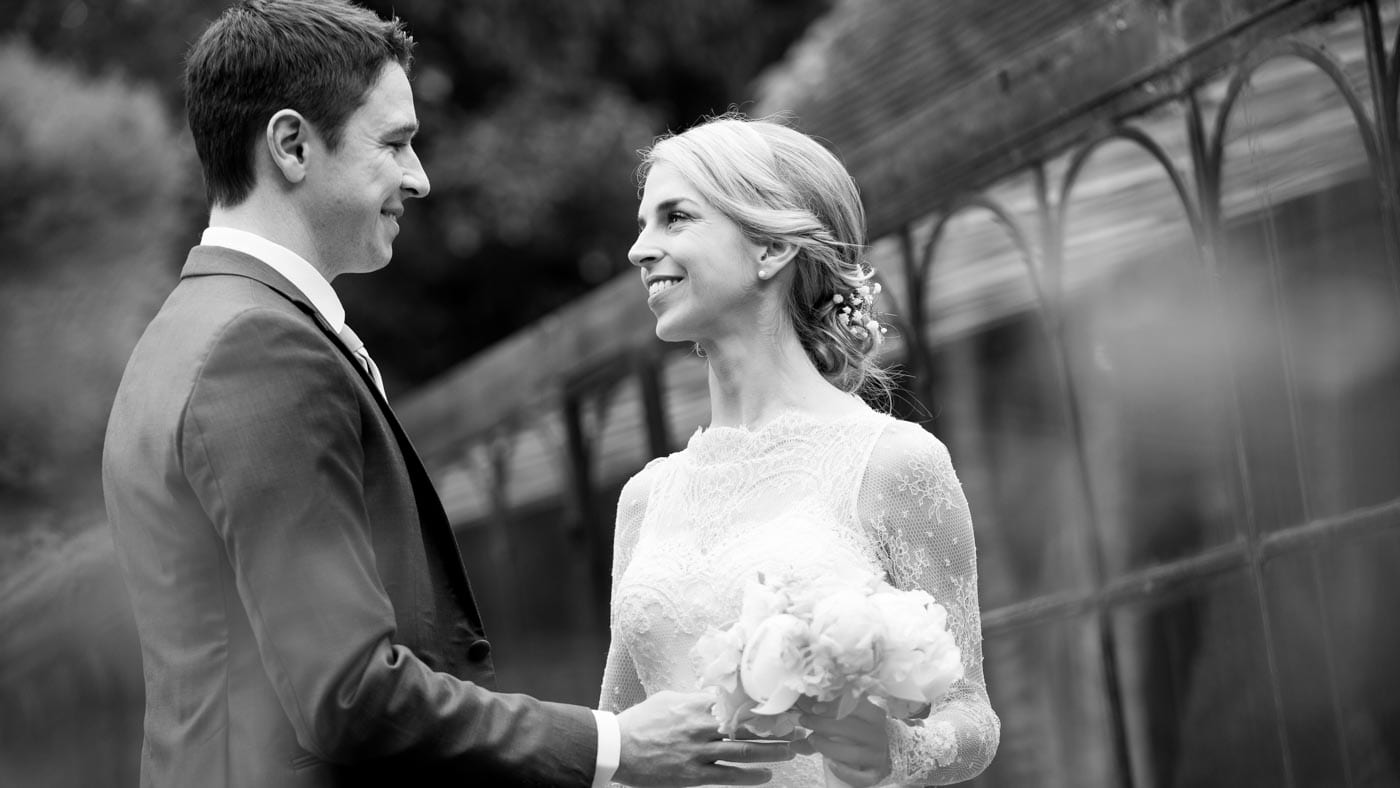 bridesgroom see each other first time