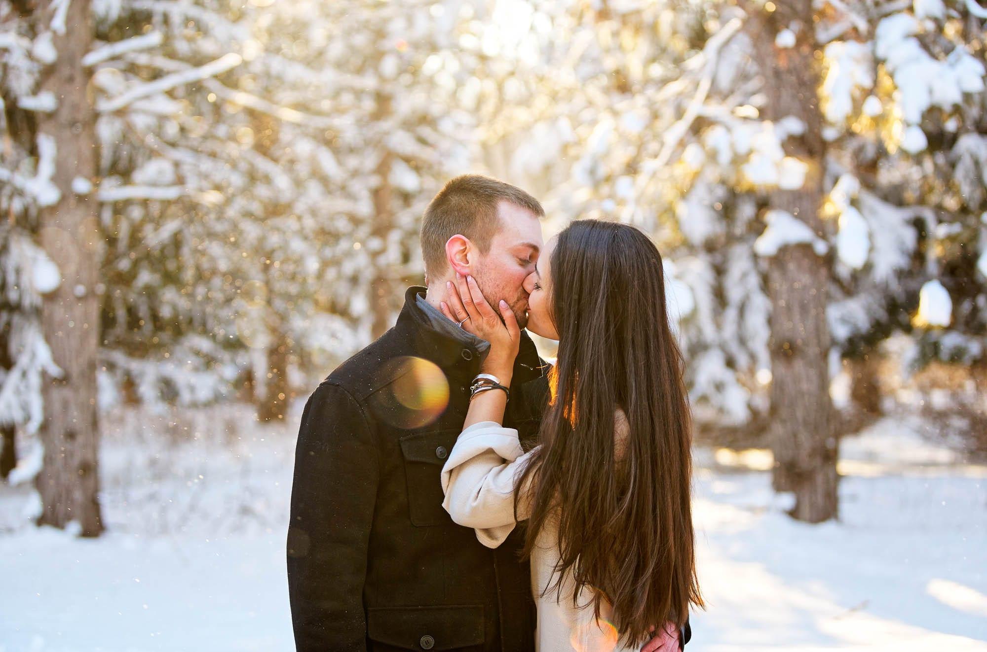 engagement session kissing