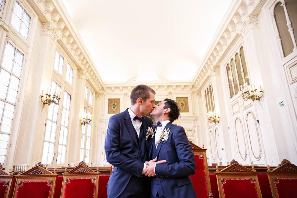 same sex wedding groom and groom kissing