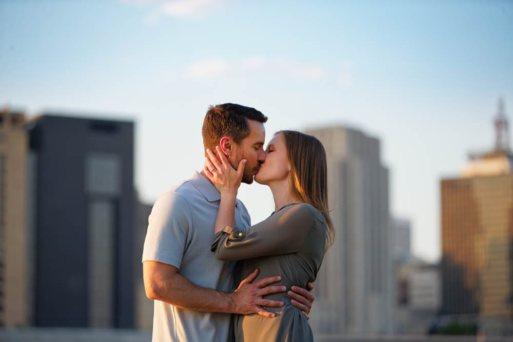 Couple kissing in Front of the city Skyline