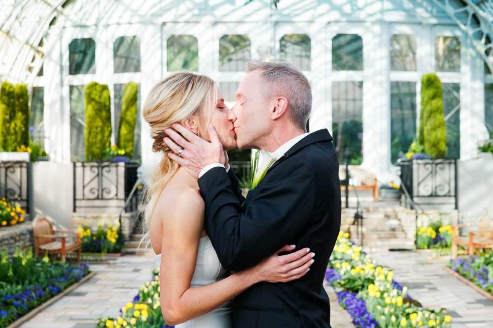 — couple kissing at Suken garden —