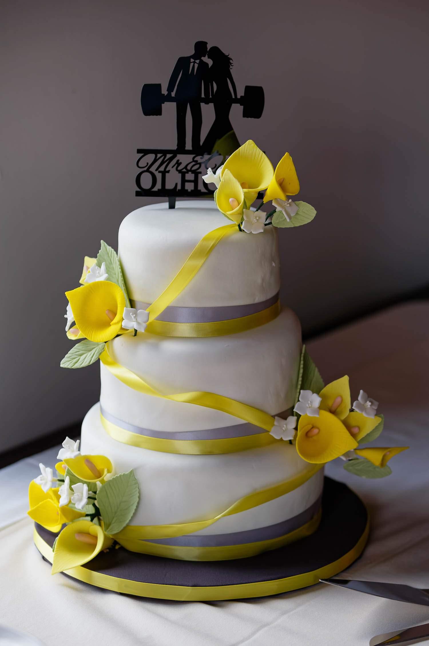 happy gnome saint paul wedding cake