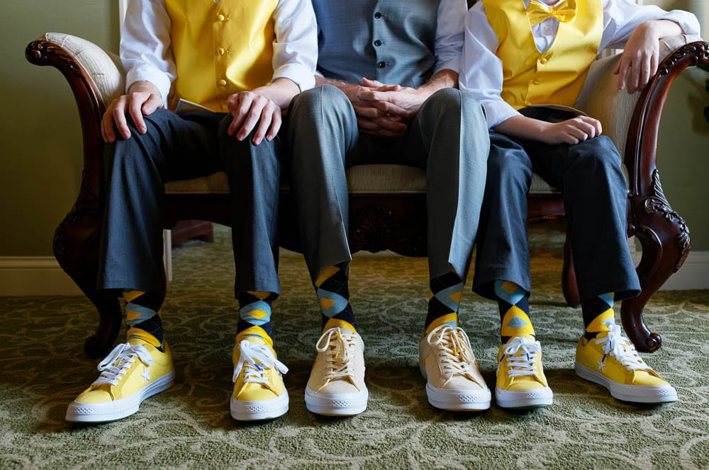 familly portrait yellow converse