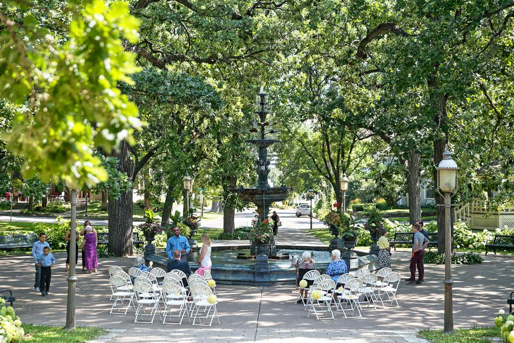 irving park ceremony with fountain