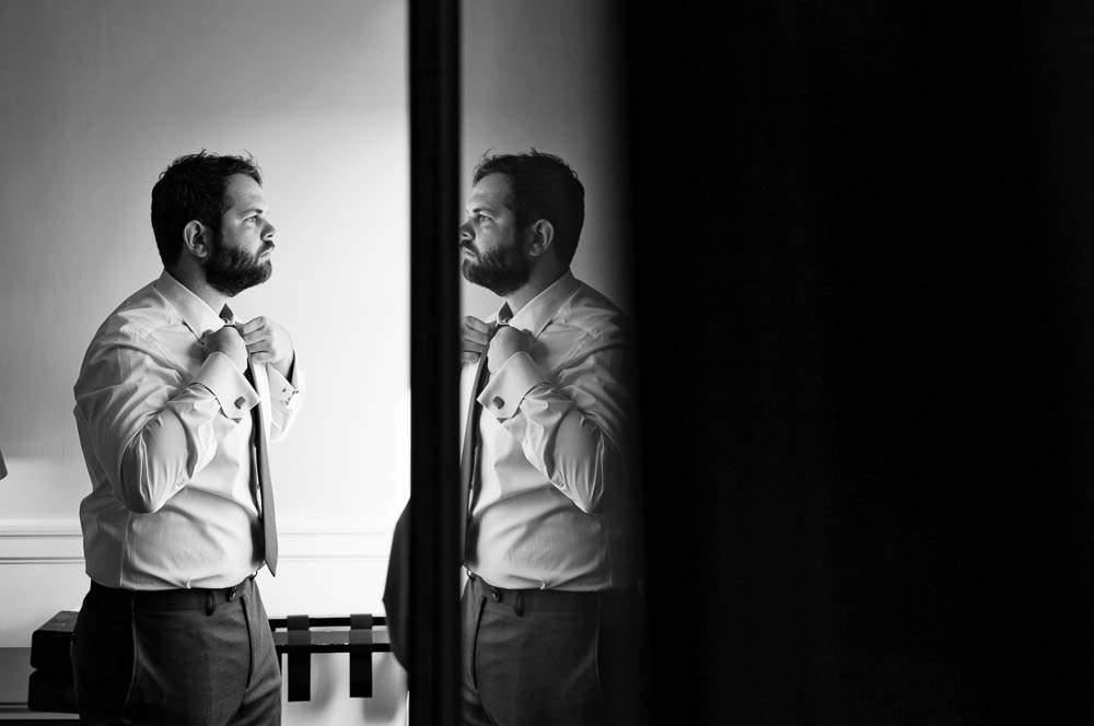 — reflexion bw groom —