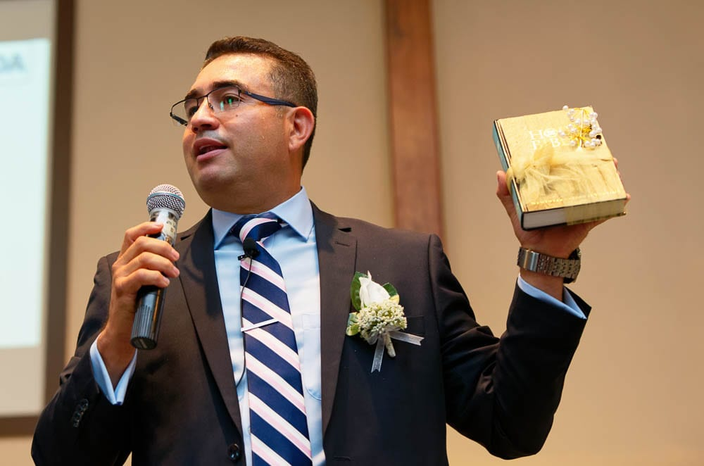 tiying the knot with bible