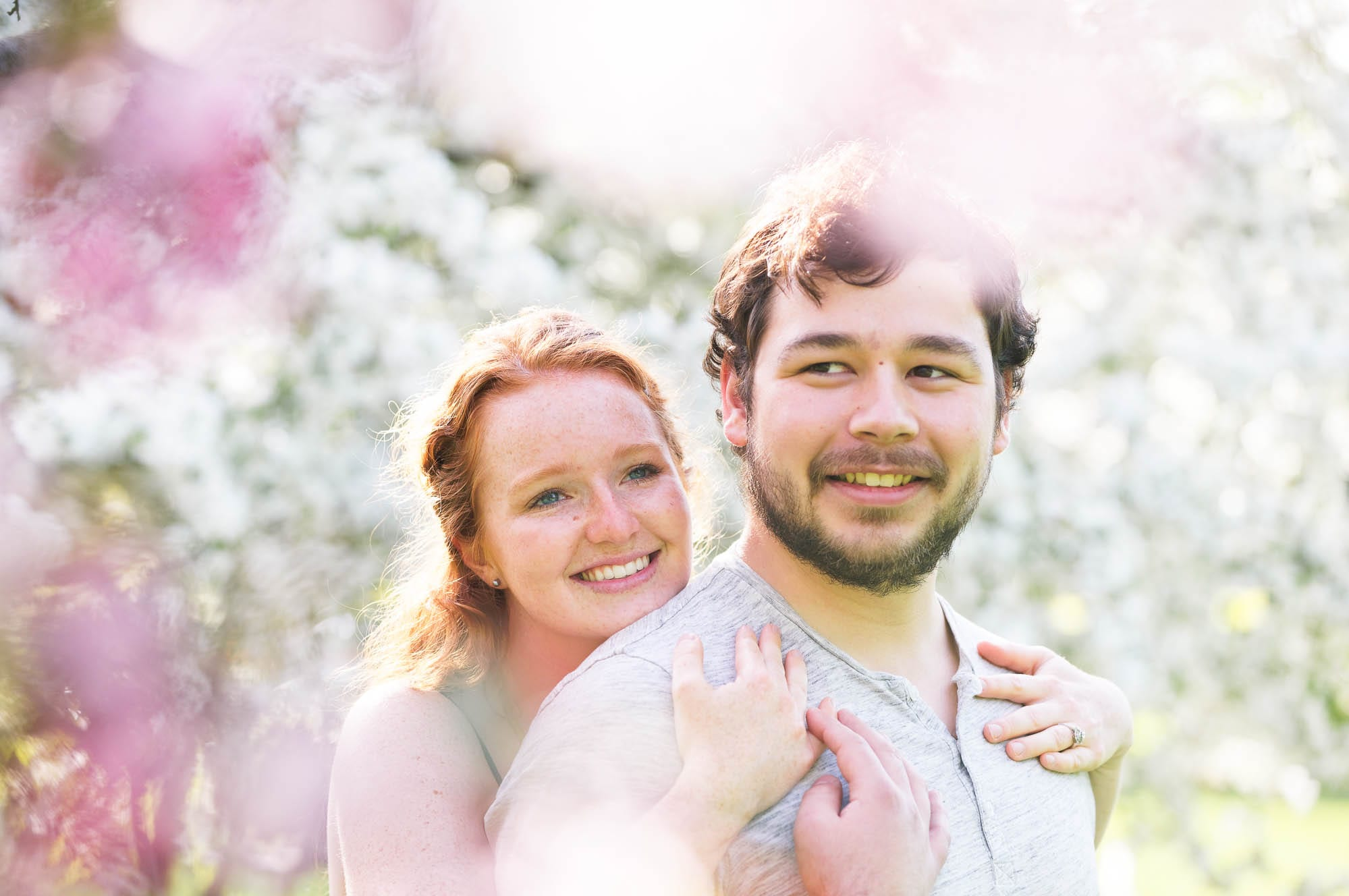 -spring-photo-session-couple-in-flowers